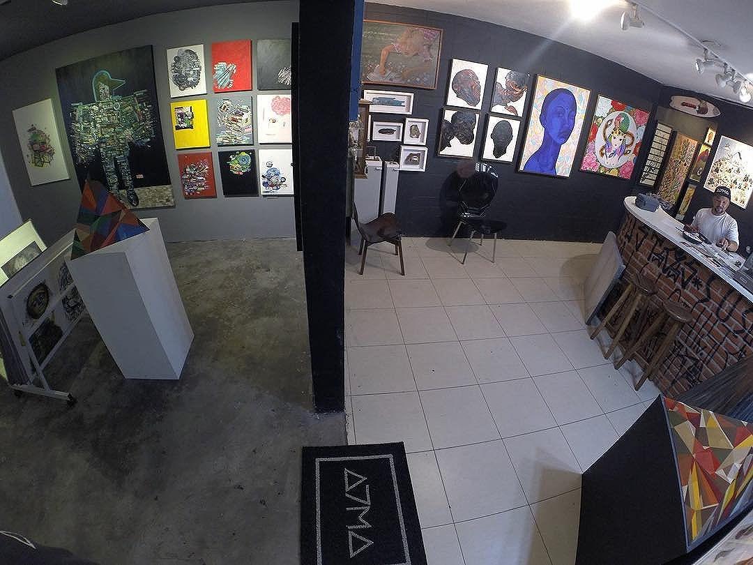 """Acervo A7MA** Visite nossa galeria e conheça os artistas do street art paulistano e outros ! - Exposição """"PERSONIFICAÇõES""""_ Aberto de segunda a sábado das 11h as 20h ! Rua Harmonia, 95, Vila Madalena, São Paulo. contato@a7ma.art.br #acervoa7ma #artgallery #a7magaleria #streetartsp #vilamadalena #saopaulo"""