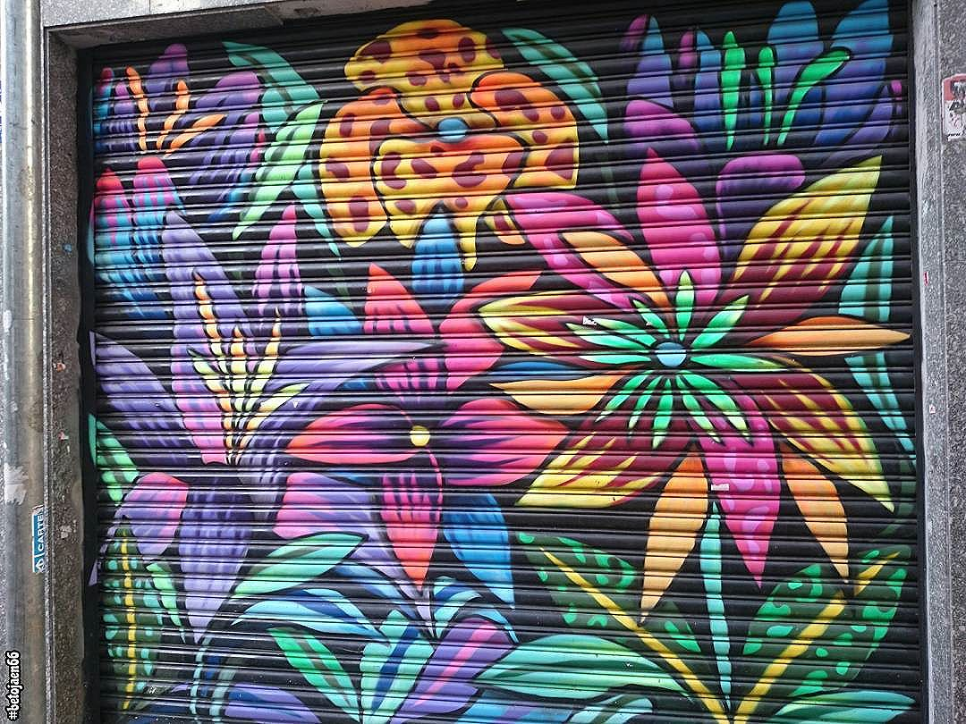 Arte na rua. . . . . . . . . . #StreetArtSP #2017 #liberdadesp #liberdade #saopaulo_x #saopaulocity #spdagaroa #tvminuto #sampa #amosaopaulo #cidadedagaroa #ig_saopauloy #spdagaroa463 #sp463anos #sp463 #463anos #463sp #liberdade.asia