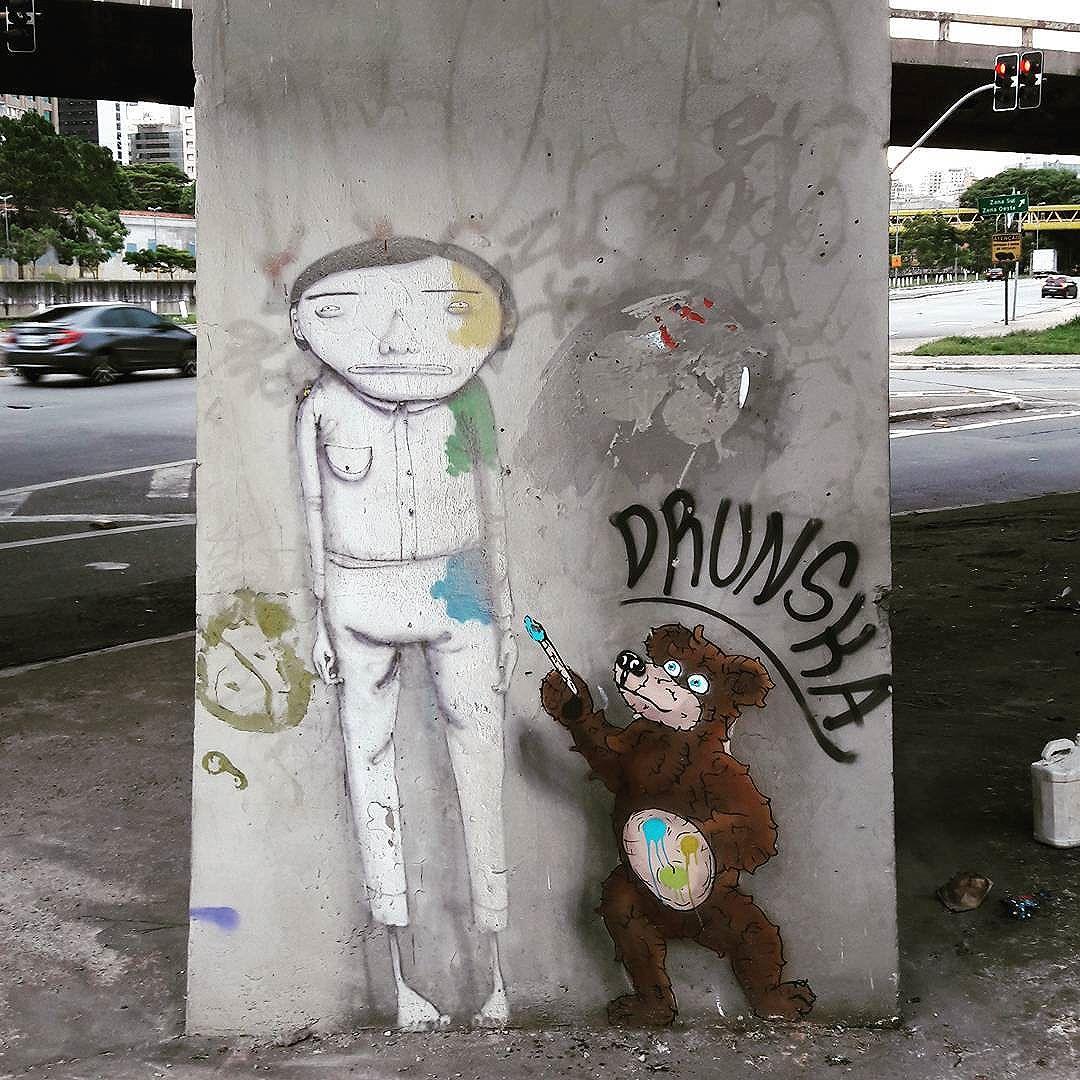 """""""Devolvem as nossas cores!"""" Cidade cada vez mais cinza... ainda bem que tem uns artistas tentando colocar mais cores nas paredes de São Paulo, Brasil. Artistas: @osgemeos (@kanciukaitis & @xabu) e o urso pintor do @drunska #osgemeos #drunska #be_one_urbanart #graffiti #graffiti_clicks #grafite #graf #streetart #streetartsp #streetphoto #streetarteverywhere #cidadecinza #artonwalls #streetartphotography #spraypaint #urbanwall #urbanart #wallart #saopaulo #brasil #rsa_graffiti #tv_streetart #saopaulocity #tv_sa_simplicity_graff #streetartofficial #artonwalls #brarts #taglifegraffiti"""