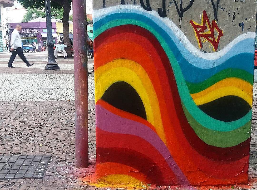 """""""É uma mascara de carnaval?"""" perguntou o morador do banco do Largo do Paissandu que valoriza minha arte mais que o prefeito da cidade cinza... #choradória #nadapodemeparar #graffiti #grafite #streetart #streetartsp #sampagraffiti #spraypaint #rua #paissandu #galeriadorock #spray #aerosolart #aerosol #abstractart #abstract #abstrato #psicodelico #psicodelia #psychedelic #colorful #colors #art #arte #eyes #olhos #iseefacestoo #RAO #SP"""