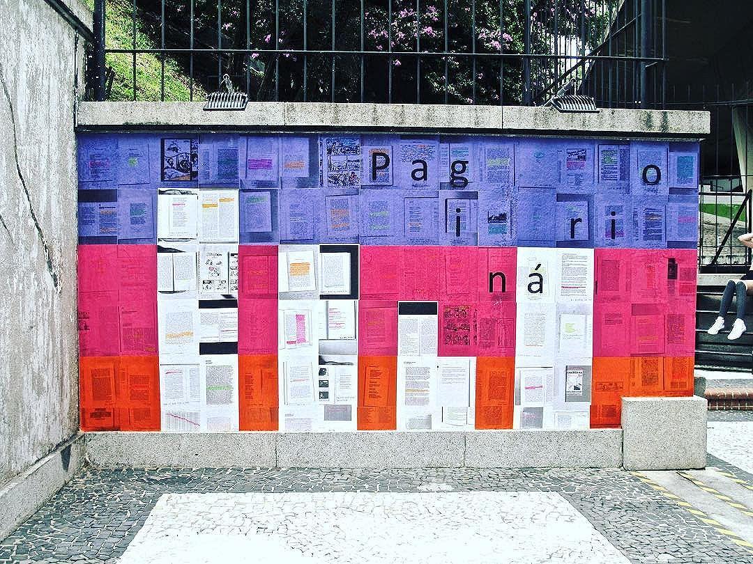 """Está em São Paulo e ainda não visitou a gente no @mirante9dejulho? Vai la! Fica até 5 de março. São 3 murais com tema """"lugar"""". Páginas enviadas por escritores, artistas, editores e leitores moradores da cidade, como Carola Saavedra, Veronica Stigger, Gustavo Piqueira, Laura Guimaraes, Marilia Garcia, Leonardo Gandolfi, Reuben da Rocha, Mirna Queiroz, Juliana Gomes, entre outros. #paginario #saopaulo #mirante9dejulho #streetart #streetartsp #mural #muralismo #colagem #lambelambe #literatura #arte #books #arteurbana #art"""