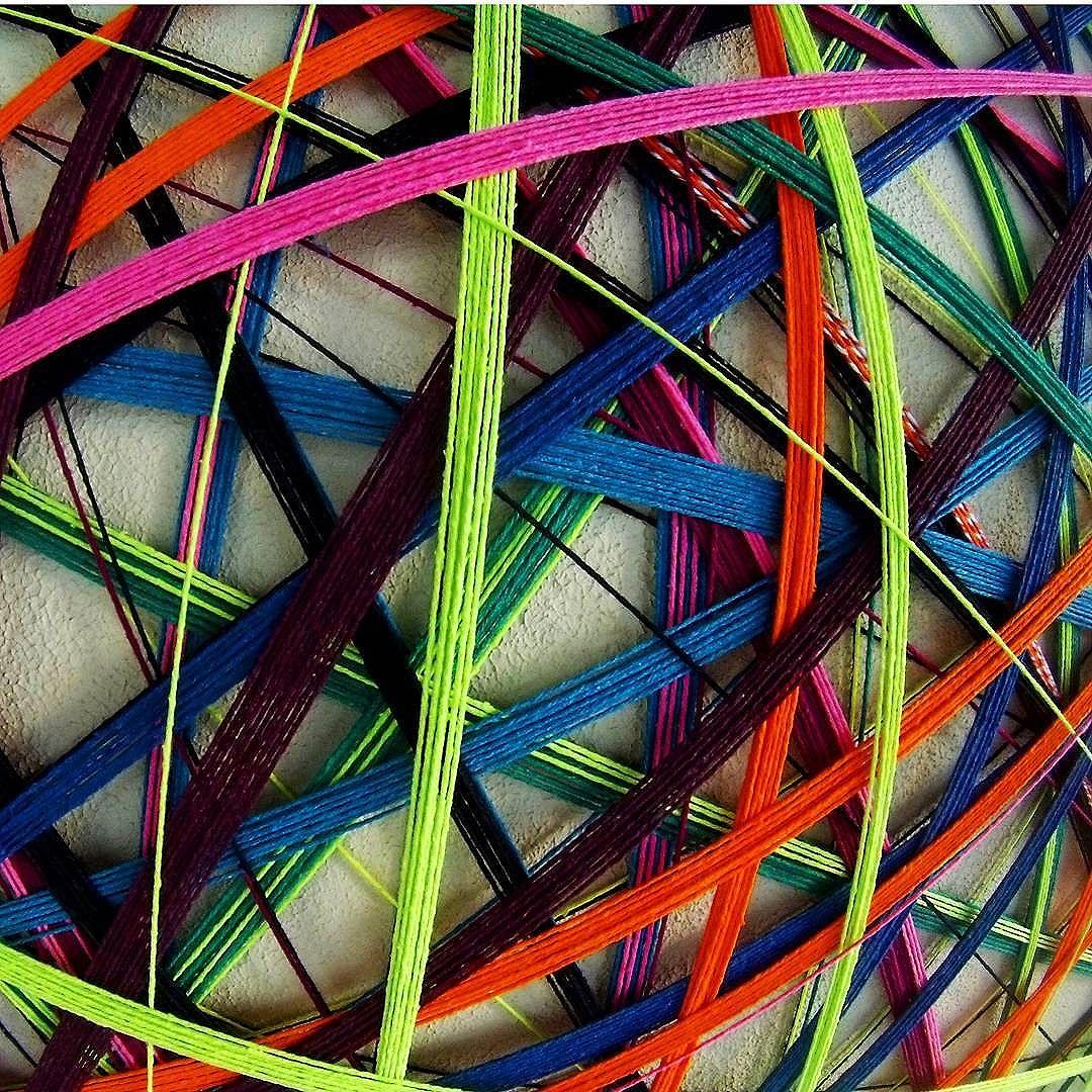 Linhas conectadas ao subconsciente .  #teiaurbana #teia #streetart #stringart #intervention #intervencaourbana #contemporaneo #streetartnews #streetartglobe #intervencao #urban #abstract #linhas #barbante #colorido #color #arteurbana #artederua #art #arte #streetartsp #street #designer #design #arquitetura #urbanismo #saopaulo #brasil