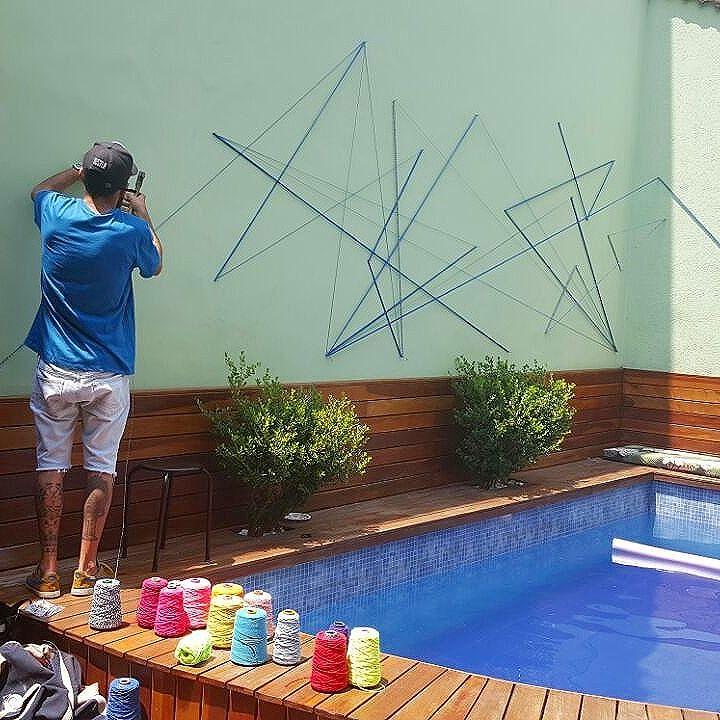 Manifestação artista  #teiaurbana #teia #streetart #stringart #intervention #intervencaourbana #contemporaneo #streetartnews #streetartglobe #intervencao #urban #abstract #linhas #barbante #colorido #color #arteurbana #artederua #art #arte #streetartsp #street #designer #urbanismo #saopaulo #brasil