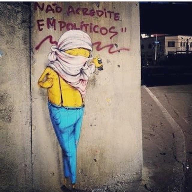 """Não acredite em Políticos"" ... #osgemeos #jardins #sambadograffiti #sampagraffiti #graffiti #graffiti_clicks #grafite #graf #streetart #streetartsp #streetphoto #streetarteverywhere #streetartphotography #spray #SPBGRAFITE #spraypaint #urbanwall #urbanart #wallart #saopaulo #brasil #rsa_graffiti #DSB_graff #braznu #sampa #tv_streetart #saopaulocity #tv_sa_simplicity_graff #streetartofficial #ubuntu"