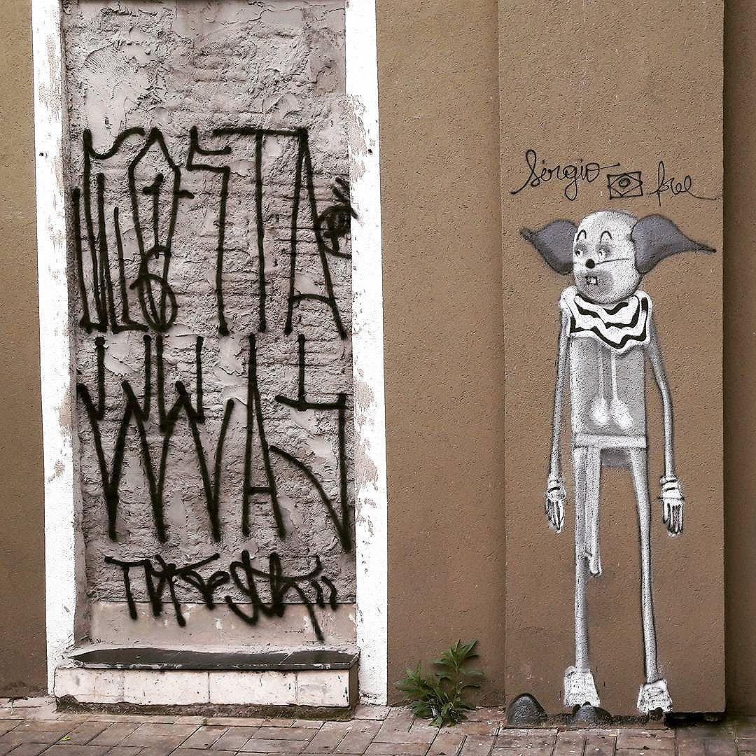 Pixação and Graffiti are part of street art in São Paulo, Brazil (Jardins Paulista) #sergiofree #apache #be_one_urbanart #graffiti #graffiti_clicks #grafite #graf #streetart #streetartsp #streetphoto #naoaocinza #streetarteverywhere #streetartphotography #spraypaint #urbanwall #urbanart #wallart #saopauloart #rsa_graffiti #tv_streetart #saopaulocity #cidadecinza #tv_sa_simplicity_graff #streetartofficial #artonwalls #brarts #taglifegraffiti #tagonwall #pixo #pixadore