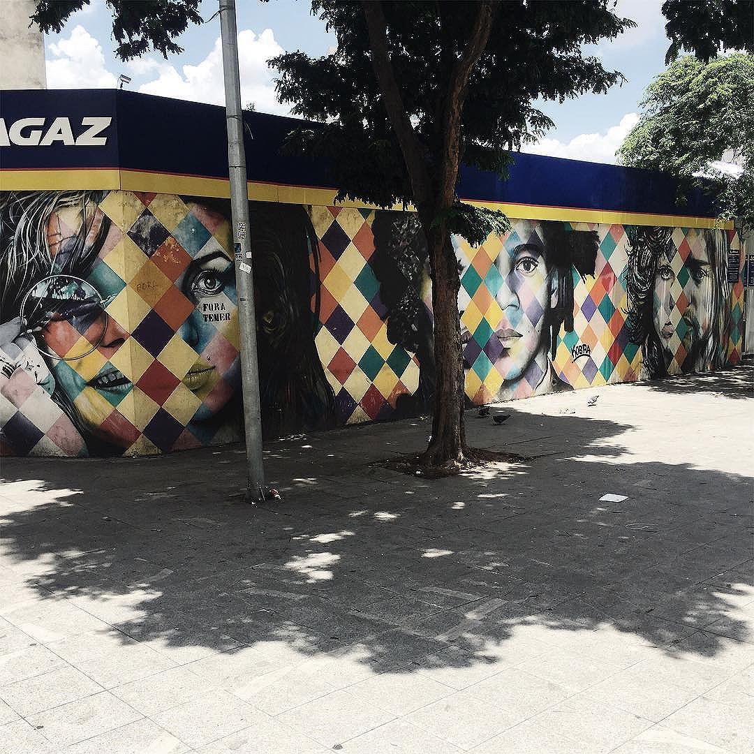 Quanto mais eu vejo e conheço @kobrastreetart eu mais me apaixono. Mural CLUB 27 aonde ele retrata artista que nos deixaram infelizmente aos 27 anos, Janis Joplin e Amy Winehouse, Jimi Hendrix e Jean-Michel Basquiat e Jim Morrison e Kurt Cobain #vsco #vscocam #streetartsp #olharesdesampa #saopaulowalk