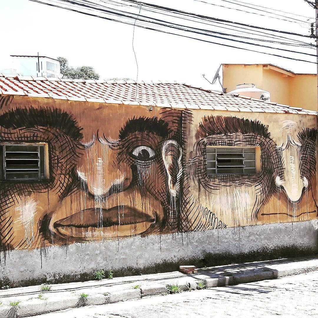 """Big brothers are watching you..."" Artista: RMI (@ramires.ifome) nas paredes da Vila Pompeia (São Paulo, Brasil) #rmi #bigeyes #be_one_urbanart #graffiti #graffiti_clicks #grafite #graf #streetart #streetartsp #streetphoto #bigbrother #streetarteverywhere #vilapompeia #streetartphotography #spraypaint #urbanwall #urbanart #wallart #saopaulo #brasil #rsa_graffiti #tv_streetart #saopaulocity #tv_sa_simplicity_graff #streetartofficial #artonwalls #brarts #taglifegraffiti"