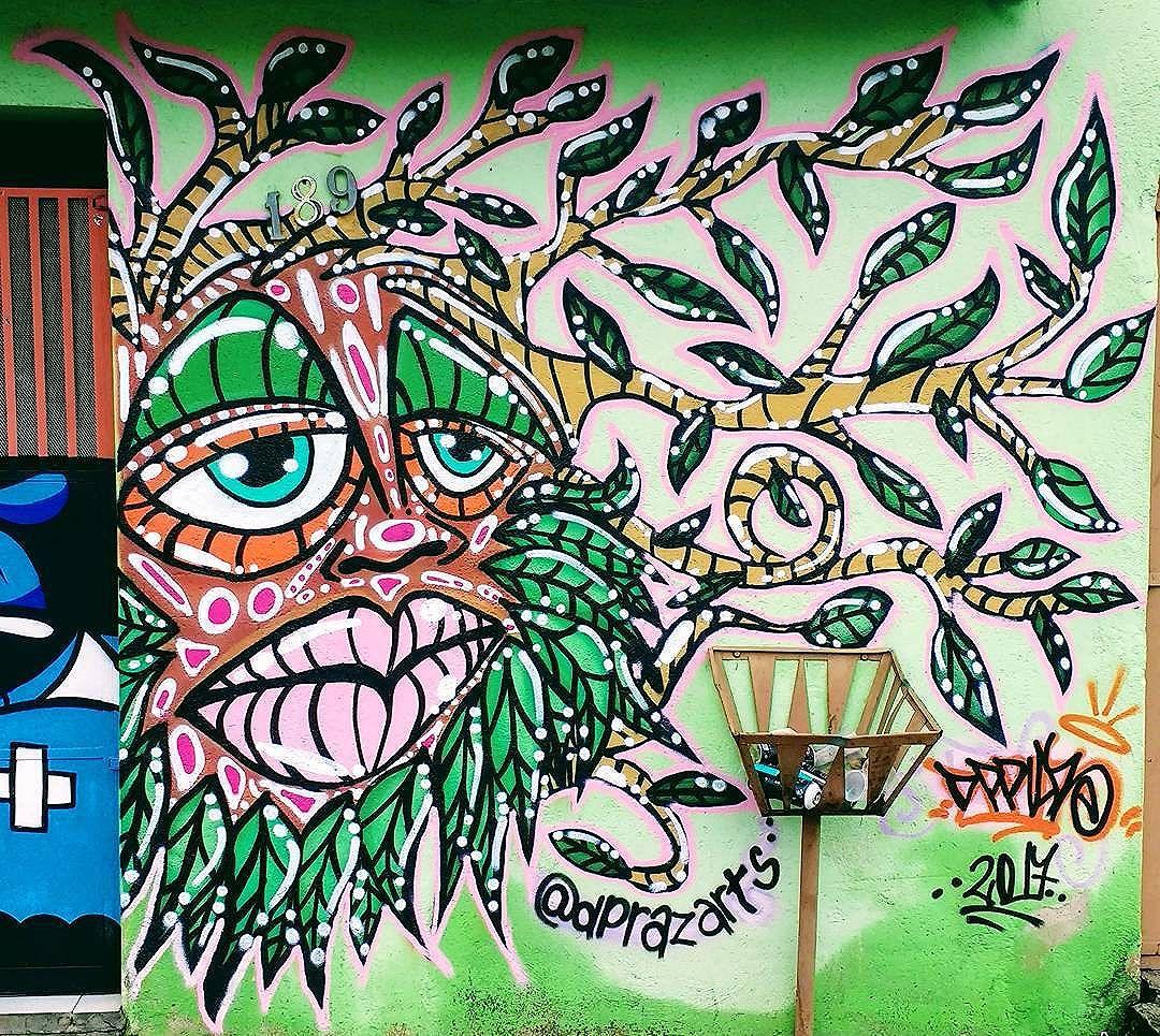 Intervenção Urbana na ExpoVinil. Valeu PeriferiAtiva pelo convite!!! #dpraz #dpraz2017 #dpraznãopara #danyahupraz #dancoliveira #danielpraz #intervencaourbana #arteurbana #artederua #sprayarte #colorginarteurbana #noucolors #artesvisuais #urbanart #streetart #sprayart #visualarts #instapainting #instastreetart #streetartbrazil #streetartsp #streetartworldwide #amizaderespeitoetintacrew #streetartsaopaulo #artederuabrasil #arteurbanasp #flame #instaart #wallpaiting