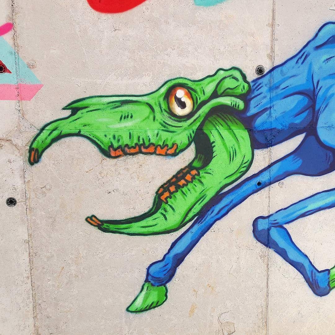 Matando a secura de 2017. #graffitiart #graffitis #graffitiwall #graffiti #graphicdesign #grafitesp #grafite #graffitiartist #graffitiigers #graffiti_magazine #instagrafite #globalstreetart #streetartist #streetart #urbanart #urbanartist #wall #kisso #art #painting #graffitiporn #murals #arteurbana #arterua #mtn #elgraffiti #streetartsp #pixo #sampagraffiti #spray