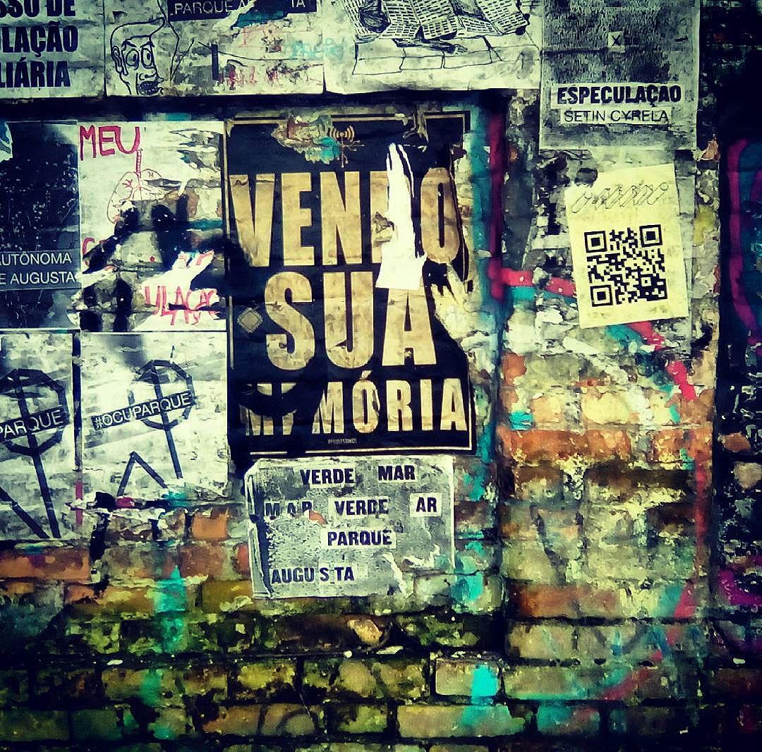 Memórias #paulestinos #lambelambe #parqueaugusta #paulestinos #lambelambe #poesiaderua #poesiaconcreta #poesia #lambelambe #streetart #urbanart #arteurbana #artelatina #artecallejero #artecallejerolatinoamerica #taescritoemsampa #olheosmuros #streetartsp  #colagem #poesianoconcreto #lambesbrasil