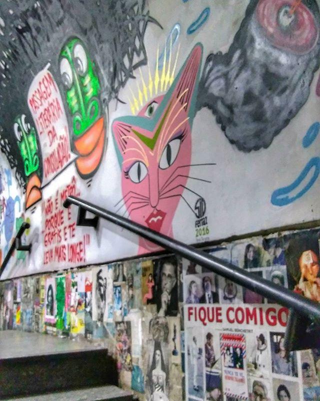 Passagem literária da Consolação.  #sp #sampa #spsemmesmice #saopaulo #spcity #sampacity #saopaulocity #viagem #mtur #turismo #tourism #achadosdasemana #travel #travels #travelgram #instatravel #igersbrasil #igersaopaulo #communityfirst #exploretocreate #mturismo #travelblog  #saopaulocolorida #graffiti #streetart #graffitisaopaulo #streetartsaopaulo #streetartist #streetartsp
