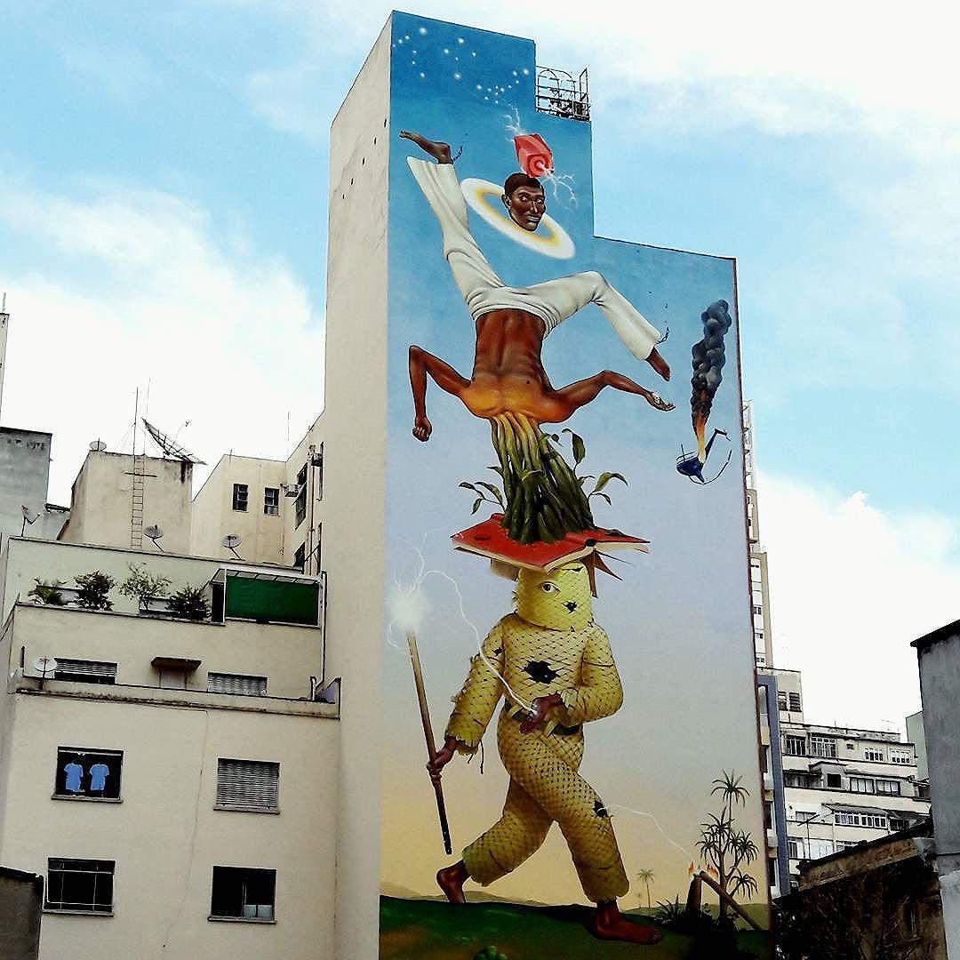 Surrealismo mural no centro de São Paulo! Artistas: @aec_interesnikazki & @waone_interesnikazki Evento: @o.bra / @instagrafite #obrafestival #sambadograffiti #sampagraffiti #graffiti #grafite #graf #streetart #streetartsp #streetphoto #streetarteverywhere #streetartphotography #spray #spraypaint #urbanwall #urbanart #wallart #saopaulo #brasil #rsa_graffiti #DSB_graff #braznu #sampa #tv_streetart #saopaulocity #tv_sa_simplicity_graff #streetartofficial #interesnikazki #mural