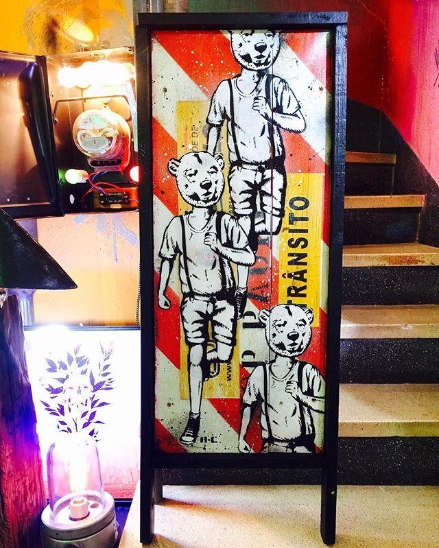 Venha ver amanhã! Proposta da @vouprajacarepagua de novo cavalete de trânsito by @acstencil ! Campanha por um trânsito mais fashion. #graffitiart #grafitti #graffiti #grafite #streetartsp #art #arte #decora #decoracao #decoração #decoration #urbanart #recycle #upcycle #upcycled #upcycling #upcycledart #transito #grafite