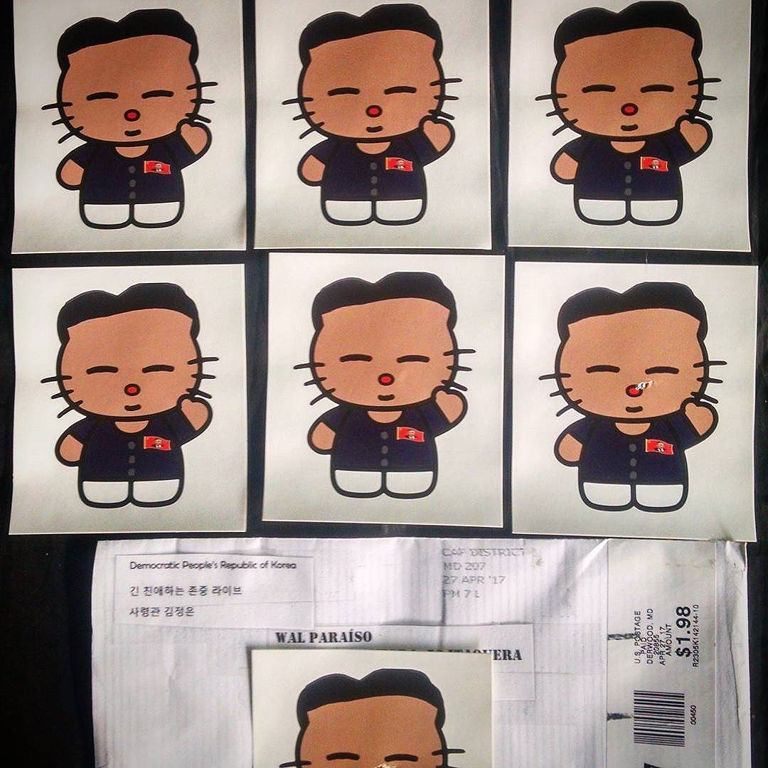 "Mais um pacote bem humorado com as ""Hello KIM's"" do querido @smearleader que chegou esses dias também... Thank you my brother!!! Continue with this inspiration  . . . #stickers #stickerart #stickerbomb #stickerculture #stickerporn #streetart #urbanart #kimjongun #smearleader #korea #hellokitty #wheatpaste #wheatpasteart #pasteup #arteurbana #artederua #streetartsp #lambelambe #colantes"