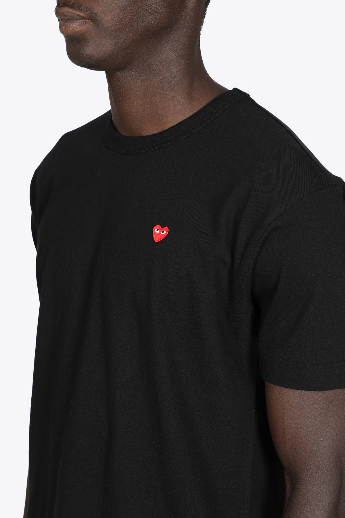 BLACK COTTON T-SHIRT WITH SMALL HEART PATCH  COMME DES GARCONS PLAY | 8 | P1T200BLACK