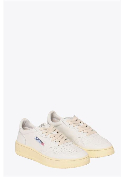 White leather low-top lace up sneakers AUTRY | 10000039 | LL15WHITE