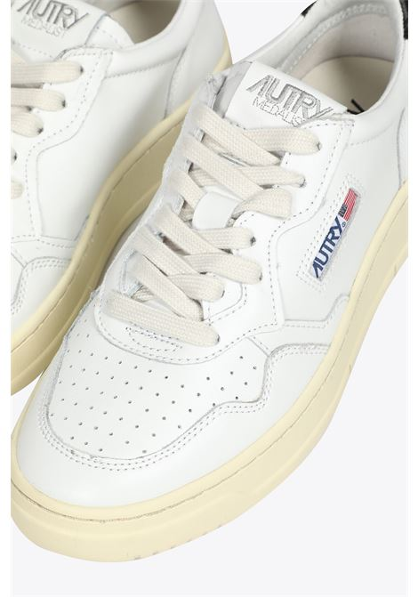 White leather low-top lace up sneakers with black tab AUTRY | 10000039 | LL22WHITE/BLACK