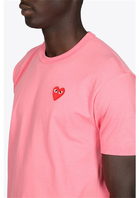 T-SHIRT ROSA IN COTONE CON PATCH CUORE GRANDE COMME DES GARCONS PLAY | 8 | P1T272PINK