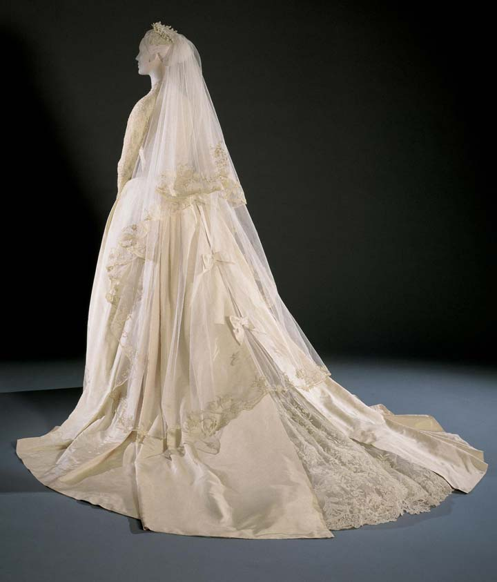 Iconic wedding dresses: Grace Kelly train