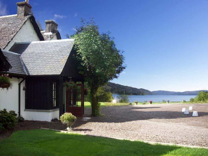 Highland Wedding on Loch Awe: Taychreggan Hotel
