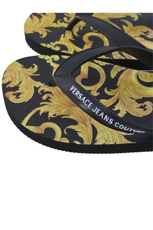 Infradito Versace Jeans Couture in gomma VERSACE JEANS | 5032249 | E0YWASQ771941-M27