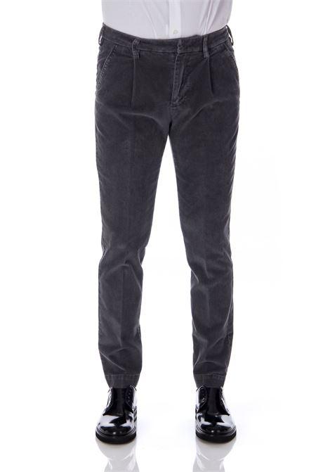 Man Entre Amis velvet gray darts pleats ENTRE AMIS | Trousers | A208291/10012