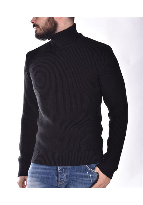 Outfit Italy black turtleneck OUTFIT ITALY | 1M015101