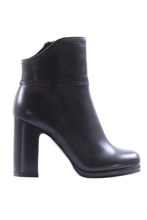 Leather ankle boots L