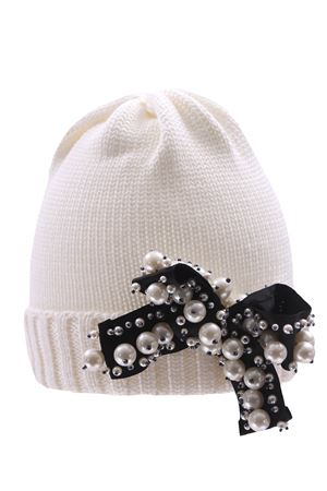Hat with pearl bow