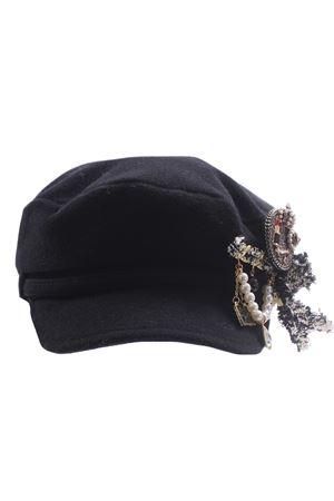 Cappello visiera con applicazioni REGINA   5032304   20900NERO