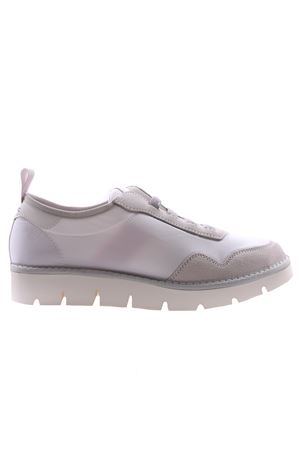 Sneakers with elastics