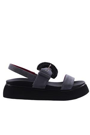 Suede sandals with buckle I8I | 5032296 | PIME286VLGRIGIO