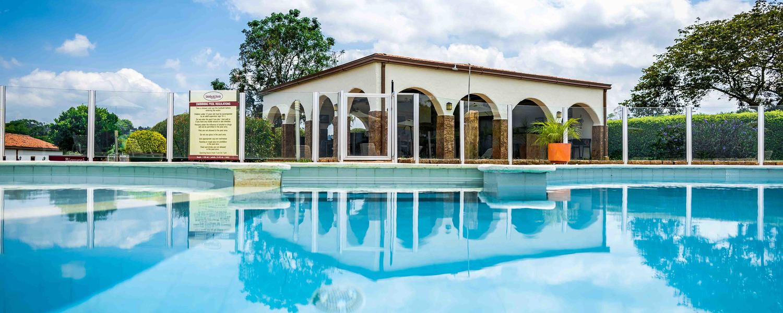 Piscina Hotel Estrella del Monte