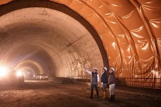 El túnel de la línea cada vez más cerca