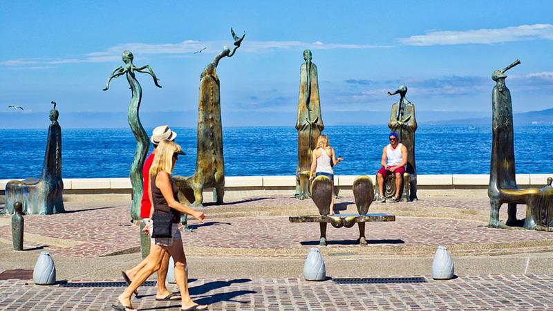 Admira las esculturas del malecón de Puerto Vallarta