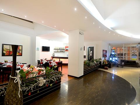 La Rivera Hotel