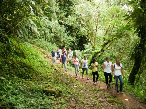 Senderismo Jaguar Adventure Río Guayuriba