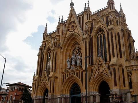 Visita de iglesias catalicas