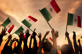 Celebra el mes patrio en Puerto Vallarta
