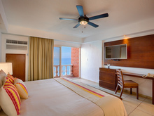 Honeymoon Suite   Renovated (Adults Only Floor)