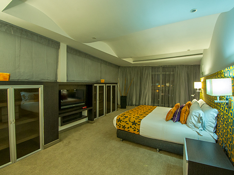 Hotel Exposuites