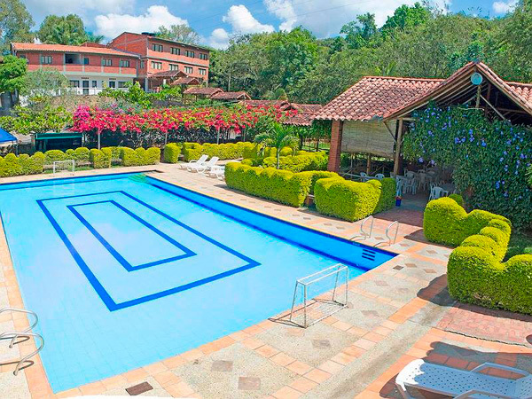 Hotel ruitoque campestre en san gil for Piscinas naturales santander