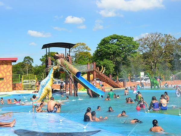 Parque acu tico y tem tico kabod en granada for Hoteles en granada con piscina climatizada