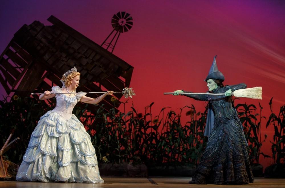 Glinda and Elphaba fighting