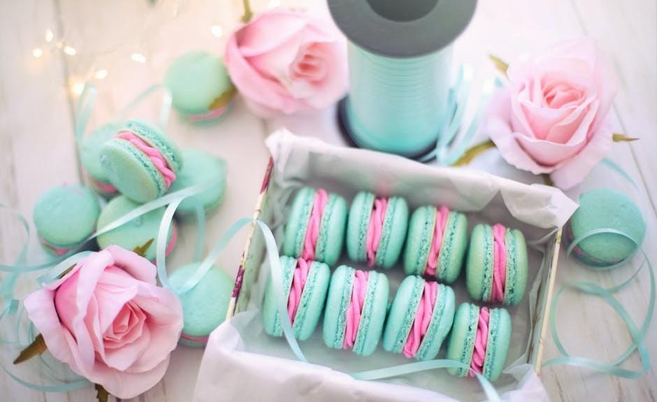 rose and macaron