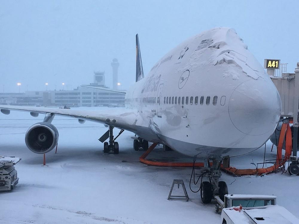 Lufthansa 747-400 snowstorm 2016