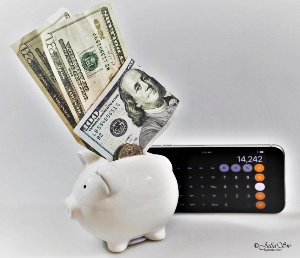 A piggy bank and a calculator: Are you saving for the retirement?