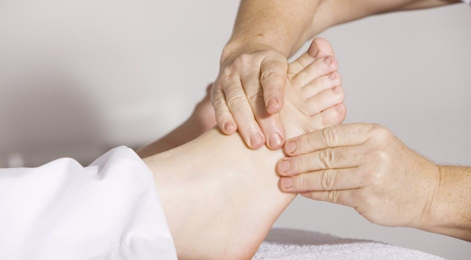 foot massage therapy for pain