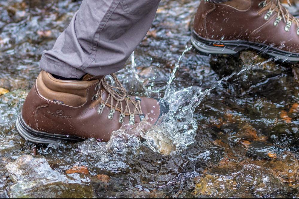 Benefits of men's waterproof boots