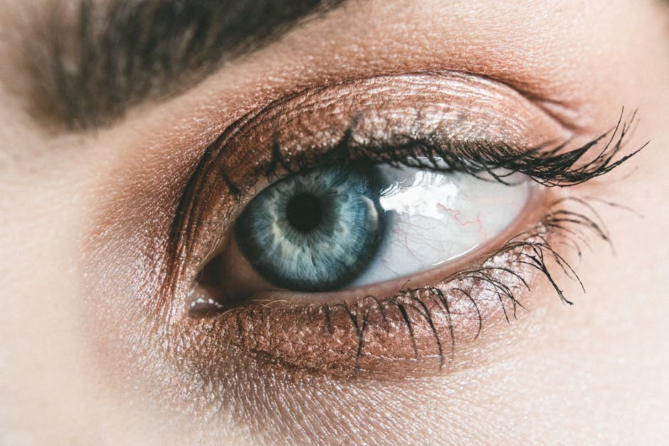 Use castor oil as a makeup remover